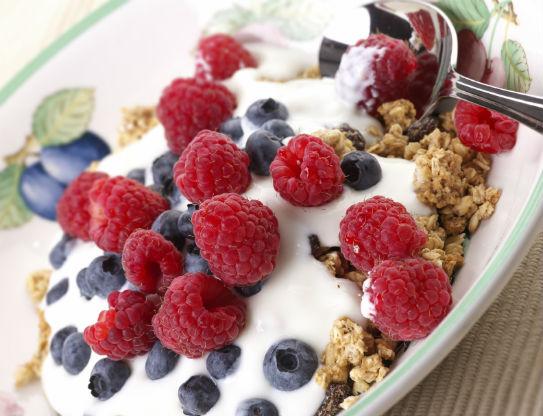 yogurt-berries-granola